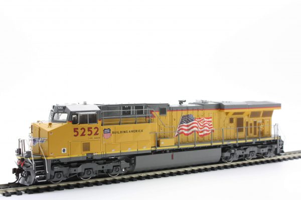 Athearn Genesis G69761  HO ES44AC w/DCC & Sound, UP/Flag #5252