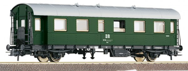 Roco 54203  2nd class passenger car, DR