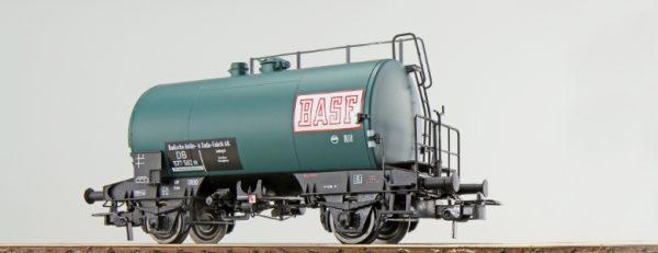 """ESU 36230  Tank car """"BASF"""", DB"""