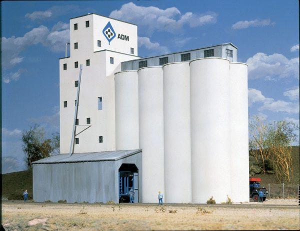 Walthers Cornerstone 3022   ADM Concrete Grain Elevator