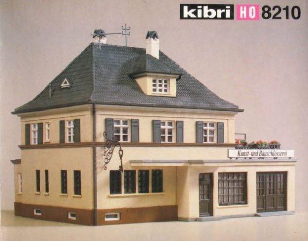 Kibri 8210  Family house with locksmith