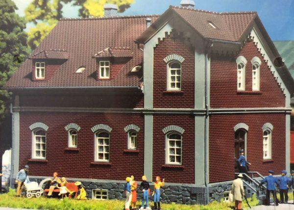 Faller 379  Railway Hostel