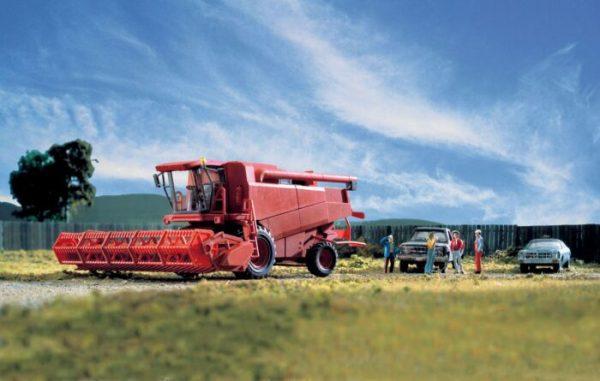 Walthers SceneMaster 11003  Farm Combine - Kit - Includes Grain & Corn Heads