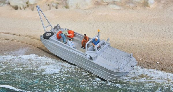 Walthers SceneMaster 11004  GMC DUKW Duck Amphibious 6x6 Cargo/Personnel Transport - Kit